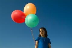 Meisje en baloons Stock Afbeeldingen