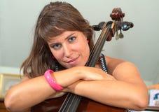 Meisje en cello Royalty-vrije Stock Afbeeldingen
