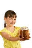 Meisje en de pastei van Pasen Stock Fotografie