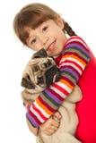 Meisje en de pug-Hond Stock Fotografie