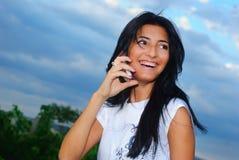 Meisje en een telefoon royalty-vrije stock foto's