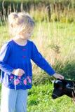 Meisje en geit. Stock Foto