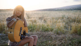 Meisje en gitaar 3 van het land Royalty-vrije Stock Foto