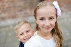 Meisje en haar broer Royalty-vrije Stock Foto's