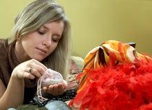 Meisje en haar juwelen Stock Foto's