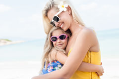Meisje en haar moeder royalty-vrije stock foto's