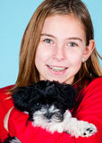 Meisje en haar puppy Stock Afbeeldingen