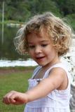 Meisje en insect stock afbeelding