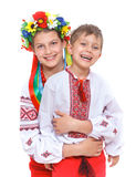 Meisje en jongen in het nationale Oekraïense kostuum Stock Foto's