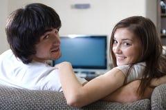 Meisje en jongen voor TV Royalty-vrije Stock Foto