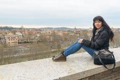 Meisje en Landschap van Rome Stock Fotografie