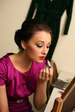 Meisje en lippenstift Stock Afbeeldingen