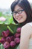 Meisje en lotusbloem Royalty-vrije Stock Afbeeldingen