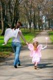 Meisje en moeder Royalty-vrije Stock Afbeeldingen