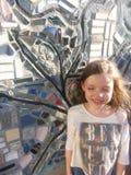 Meisje en Muurschildering Stock Afbeeldingen