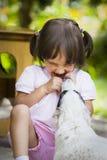 Meisje en puppy Stock Foto