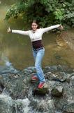 Meisje en rivier Royalty-vrije Stock Afbeeldingen