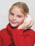 Meisje en shell Stock Foto's
