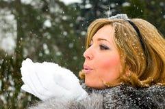 Meisje en sneeuw Stock Afbeeldingen