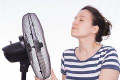 Meisje en ventilator royalty-vrije stock afbeeldingen
