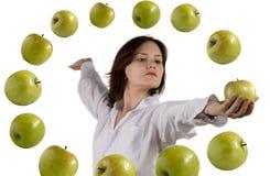 Meisje en vliegende appel Royalty-vrije Stock Afbeeldingen
