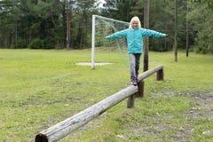 Meisje in evenwicht Stock Foto