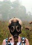 Meisje in gasmasker Stock Afbeeldingen