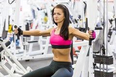 Meisje in gezondheidsclub Stock Foto