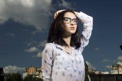 Meisje in Glazen Stock Afbeelding