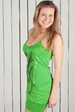 Meisje in groene kleding Stock Afbeelding