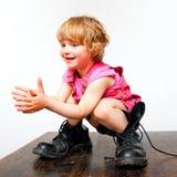 Meisje in grote laarzen royalty-vrije stock foto's