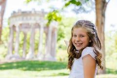 Meisje in haar Eerste Heilige Communiedag Royalty-vrije Stock Afbeeldingen