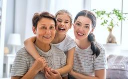 Meisje, haar moeder en grootmoeder stock afbeeldingen