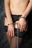 Meisje in handcuffs Stock Afbeelding