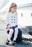 Meisje in haven Royalty-vrije Stock Afbeeldingen