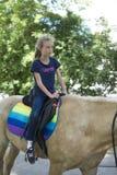 Meisje het berijden paard Stock Afbeelding