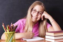 Meisje het bestuderen stock afbeelding