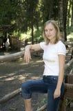 Meisje in het bos stock afbeeldingen