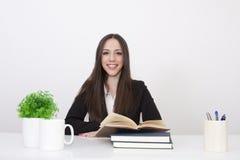 Meisje in het bureau Royalty-vrije Stock Afbeelding
