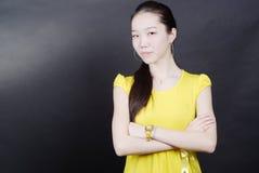 Meisje in het gele overhemd Stock Foto's