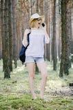 Meisje in het hout Royalty-vrije Stock Foto's