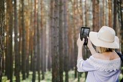 Meisje in het hout Stock Fotografie