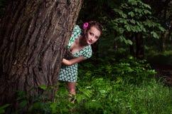 Meisje in het hout Royalty-vrije Stock Afbeelding