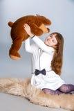 Meisje het koesteren draagt Stock Fotografie