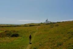 Meisje het lopen grasvuurtoren stock afbeeldingen