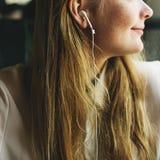 Meisje het Luisteren Muziek Radioconcept royalty-vrije stock foto