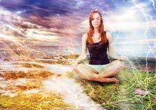 Meisje het mediteren Royalty-vrije Stock Foto's