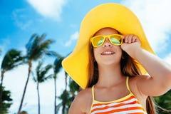 Meisje het ontspannen op het eilandstrand Royalty-vrije Stock Afbeelding
