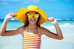 Meisje het ontspannen op het eilandstrand Royalty-vrije Stock Fotografie