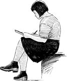 Meisje het schetsen royalty-vrije illustratie
